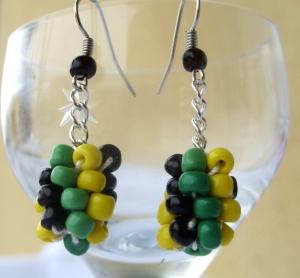 Beaded earring black yellow green chain