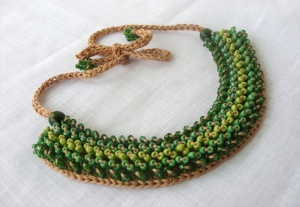 Beaded collar green