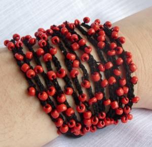 Red black beaded bracelet