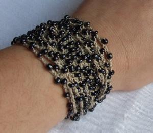 Black cream beaded bracelet